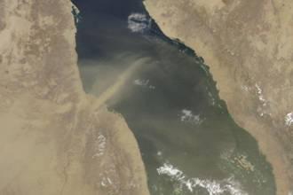 الاســـم:صورة العاصفة الرميلة على الخليج.jpg المشاهدات: 5229 الحجـــم:8.4 كيلوبايت