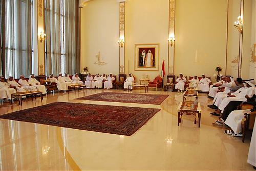 اضغط على الصورة لعرض أكبر  الاســـم:أحمد بن سعود مع إدارة نادي الرمس.jpg المشاهدات:293 الحجـــم:94.6 كيلوبايت الرقم:463