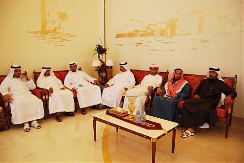 اضغط على الصورة لعرض أكبر  الاســـم:سعود القاسمي يلتقي إدارة نادي الرمس  03.jpg المشاهدات:271 الحجـــم:93.5 كيلوبايت الرقم:471