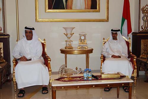 اضغط على الصورة لعرض أكبر  الاســـم:سعود القاسمي يلتقي إدارة نادي الرمس  11.jpg المشاهدات:245 الحجـــم:83.2 كيلوبايت الرقم:479